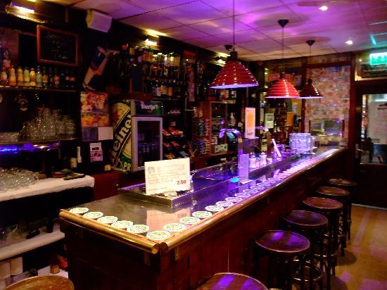 Hostel Meeting Point: The bar