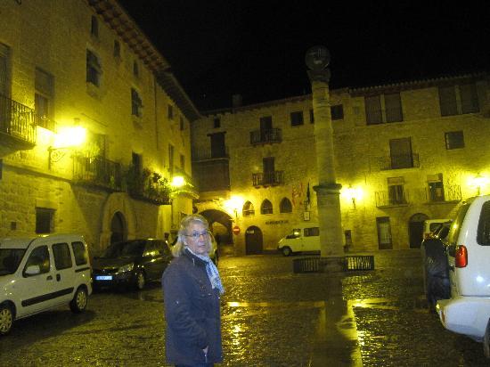 Hotel Villa de Cretas : una plaza preciosa