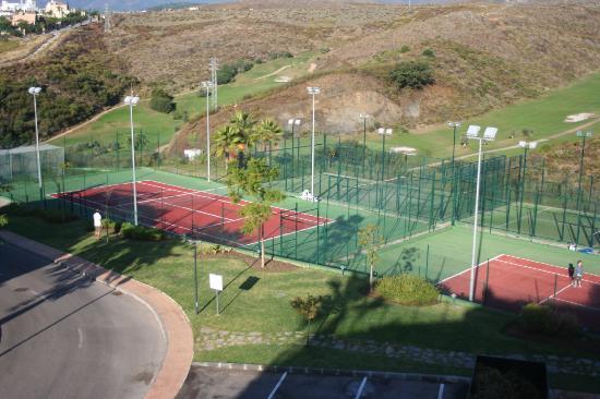 Colina Del Paraiso: tennis corts