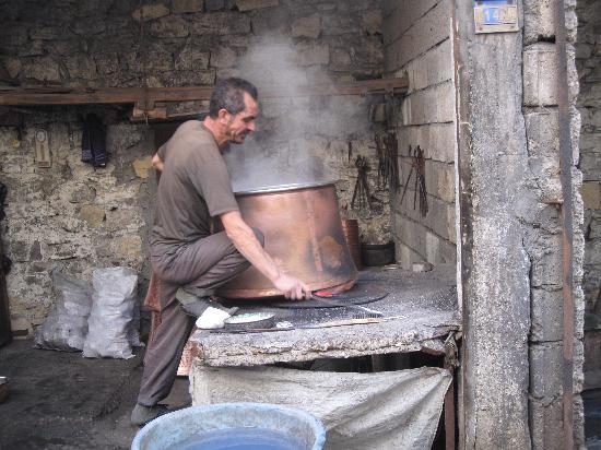 Ramada Kahramanmaras : Making huge copper pot in bazaar area