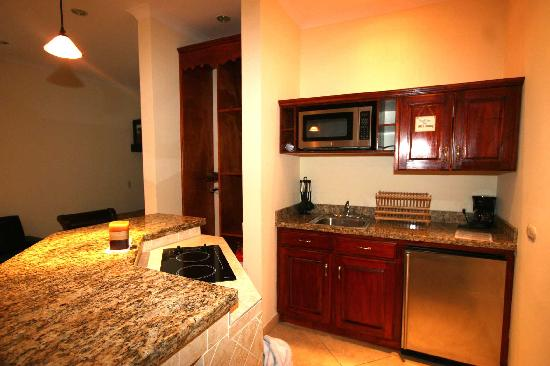 Surf Inn Hermosa: The studios feature small but functional kitchens
