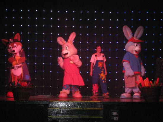 Bunn Leisure Holiday Park: Bella, Bust and JJ the Fox