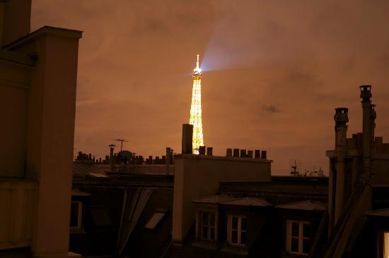 Hotel Victor Hugo Paris Kleber : Aussicht aus Zimmer 73 auf den Eiffelturm bei Nacht