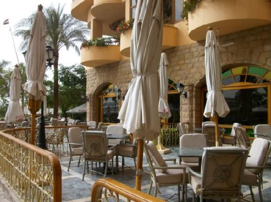 Steigenberger Nile Palace Luxor: La salle de restaurant extérieure