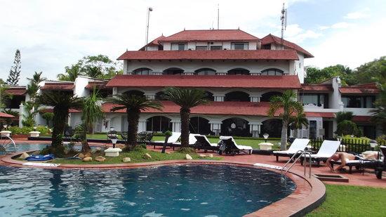 The Gateway Hotel Janardhanapuram Varkala : View from the pool