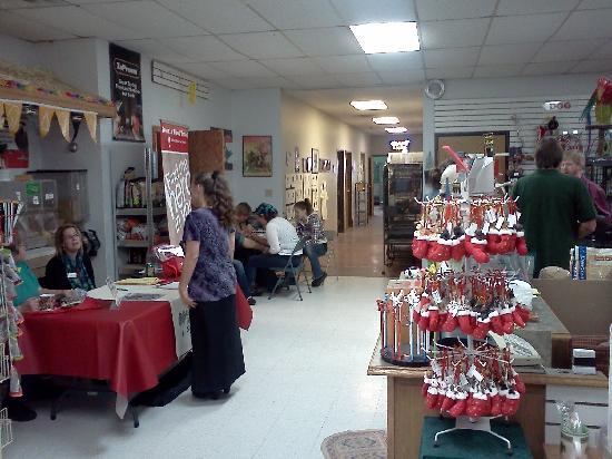 Black Hills Parrot Welfare & Education Center: Black Hills Parrot Eduation Cntr