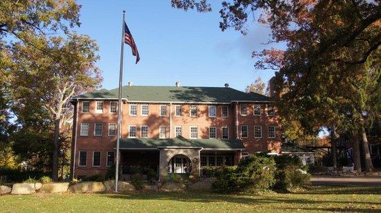 Monte Vista Hotel: Front view