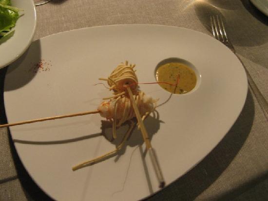 Rubano, Italie : Involtino di scampi fritti con crema di fasolari battuta all'olio e limone