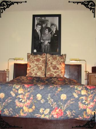 Essex Manor Hotel Apartments: Eartha Kitt Hotel Apartment - Approximately 290 square feet