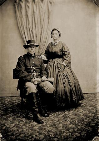 Victorian Photography Studio : Pa goes off to war....