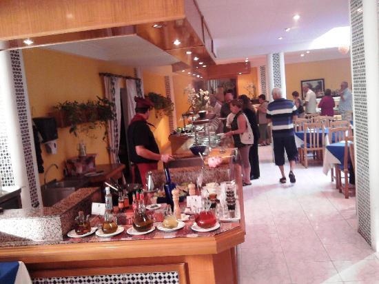 Hotel JS Yate: Food corner