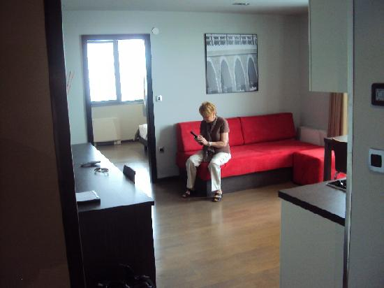 Birokrat Hotel: Apartment living room