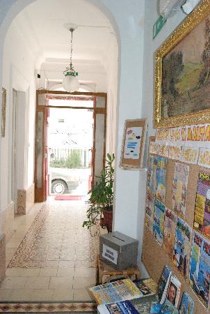 Granny's Inn Hostel: entryway