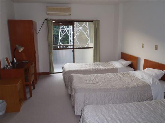 Kinugawa Onsen Plaza: ベットルームの隣に和室があり寛げます。