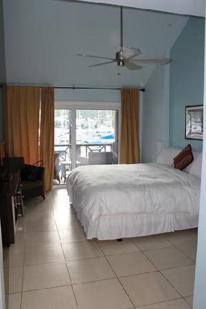 Moorings Mariner Inn Hotel: Very comfy bed.