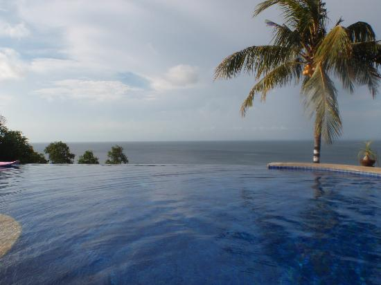 Rocky Bungalows: The pool and the view