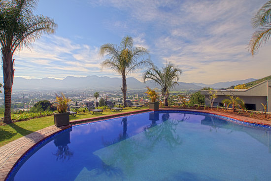 Berghof Guest House: View over Paarl from Pool