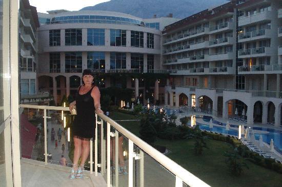 Barut Kemer : Ночной вид на отель