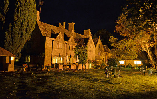 Charingworth Manor: Hotel - Back at night