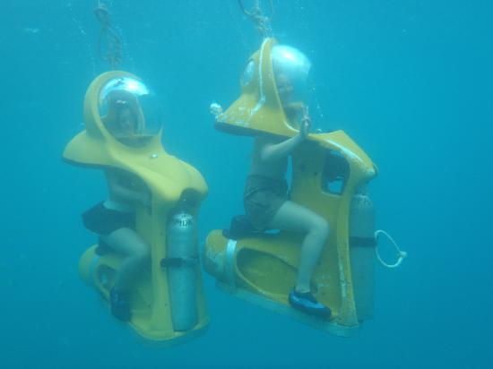 Agana, Mariana Islands: グアム唯一の水中バイク