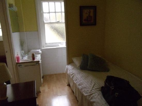 The Downs Hotel: Single room