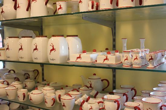 "Gmundner Keramik : Dekor ""Roter Hirsch"""