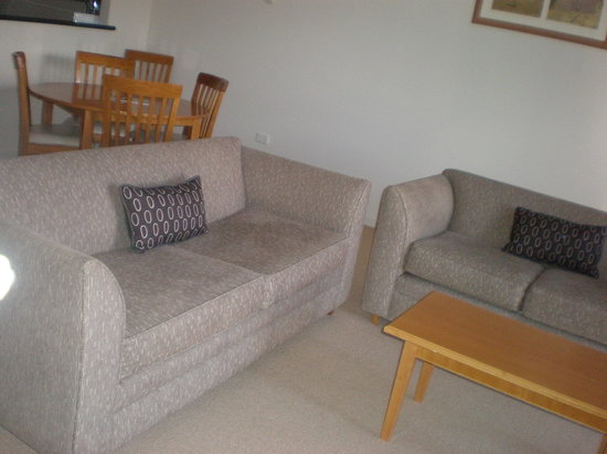 Mounts Bay Waters Apartment Hotel: lounge room