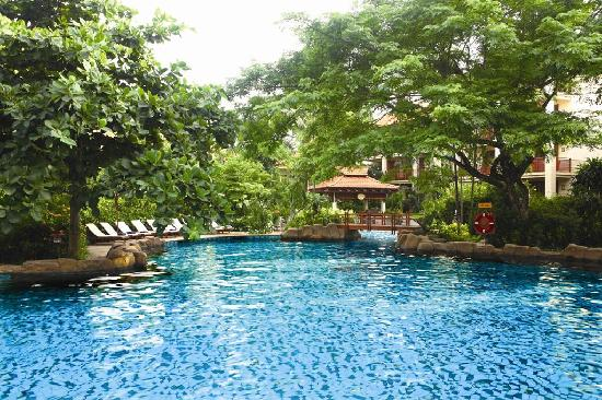 Furama Resort Danang : Tropical Lagoon pool