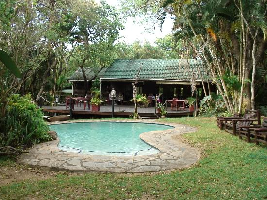 Gooderson Bushlands Game Lodge: Bushlands restaurant and pool