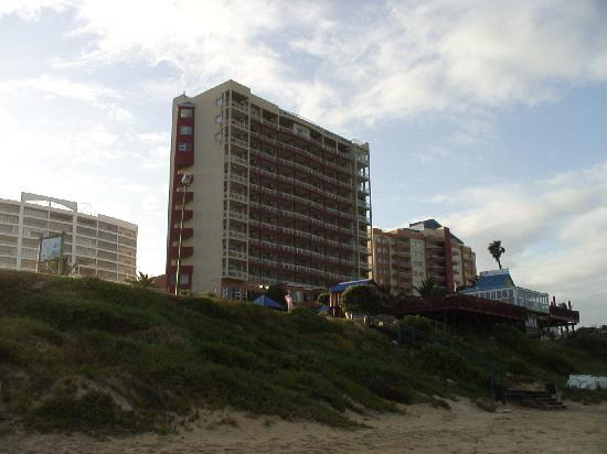 Diaz Hotel & Resort: The hotel is right on the beach