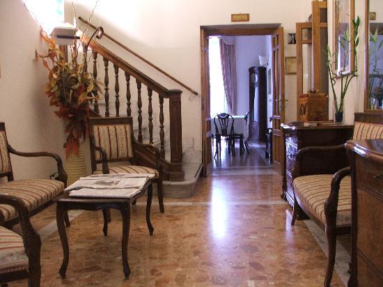Hotel Casa Valdese Roma: Ingresso