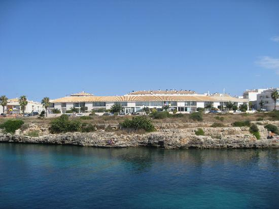 Port Ciutadella: Hotel from across the channel