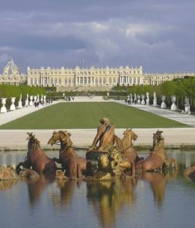 VIP Holidays France Day Tours: Experience the grandeur of Versailles Palace and Gardens .You can choose from a half-day or a fu