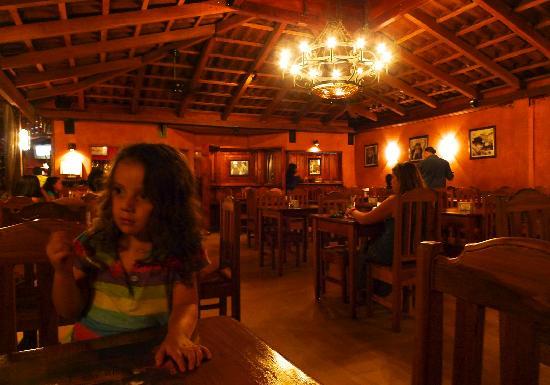 Cafe Viejo Restaurante Pizzeria: Interior