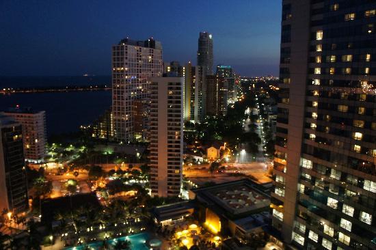 Fortune House Luxury Apartment Suites: Vue Nuit
