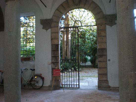 La Magnolia B&B: Le cortile d'entrée de l'immeuble