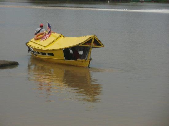 De Palma Waterfront Kuching: a trip on the Kuching River is relaxing