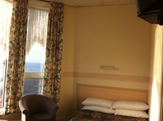 Blencarn Hotel: bed