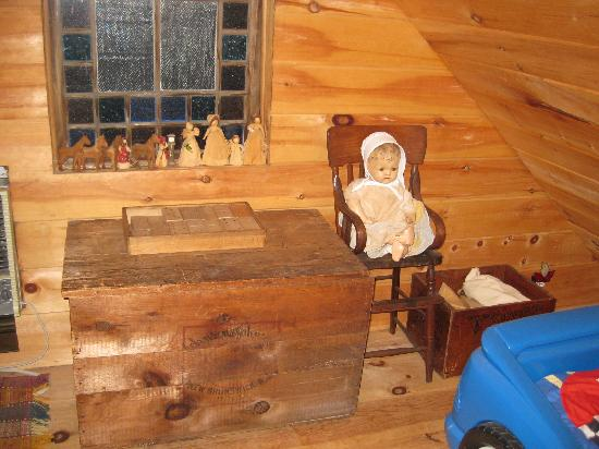 Pecan Grove Bed and Breakfast : Inside the Lincoln Log Cabin