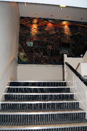 Holiday Inn Chester South: Main Staircase in the hotel - NO LIFT