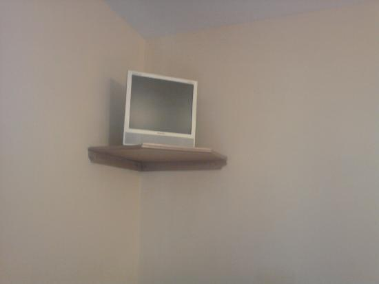 Lucan Spa Hotel: Tiny Tv