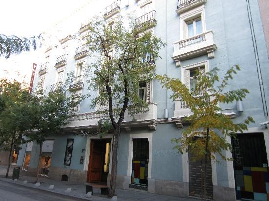 Petit Palace Art Gallery: Hotel depuis la rue