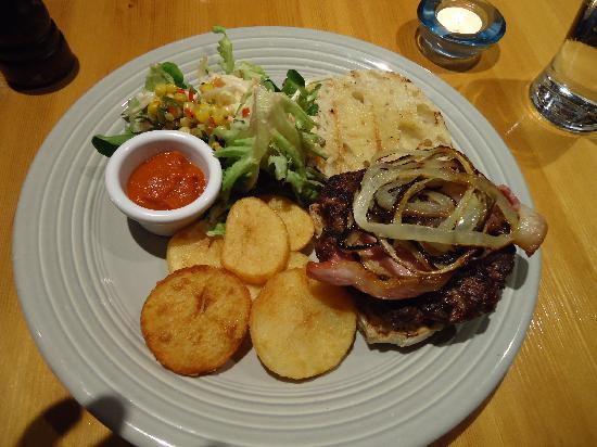 Storyteller Restaurant & Wine Room : Buffalo Burger