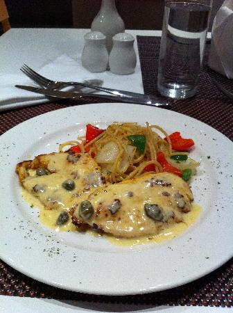 ‪فريزر ريزيدانس سوديرمان جاكرتا: Chicken Picatta at Incanto Restaurant at Fraser Residence Sudirman Jakarta‬