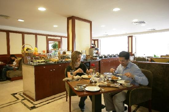 Savoy Park Hotel Apartments: Coffee Shop