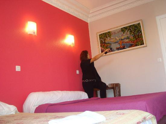Hotel Baudin: la chambre vue sur le grand lit