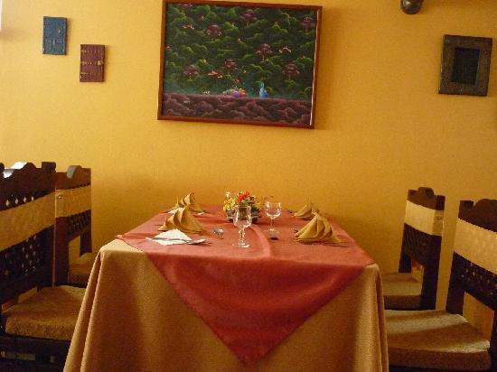Fried Bananas Restaurant : Las mesas
