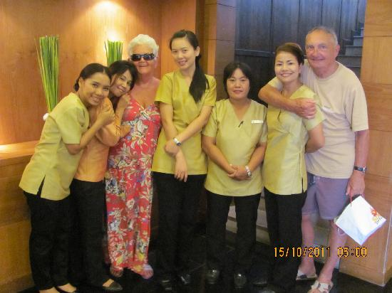 Seaview Patong Hotel: brian and denise meeser with friends