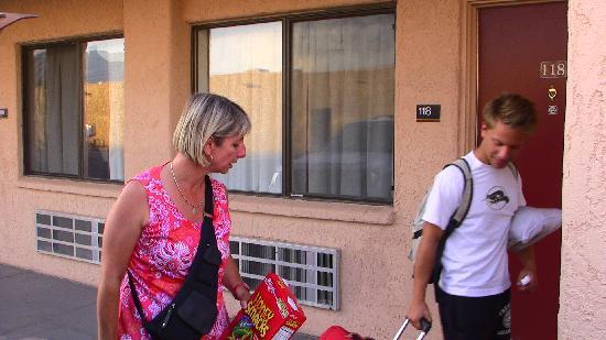 Knights Inn Sierra Vista: l'entrée des chambres