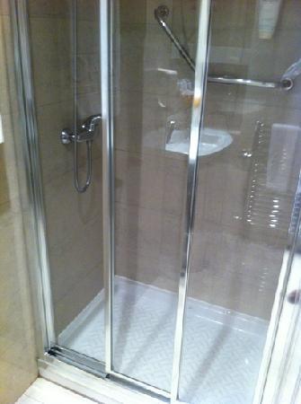 Hotel 4C Puerta Europa: la ducha